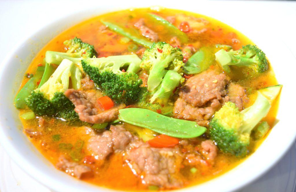 20. Szechuan Beef Noodle Soup 四川牛肉湯面