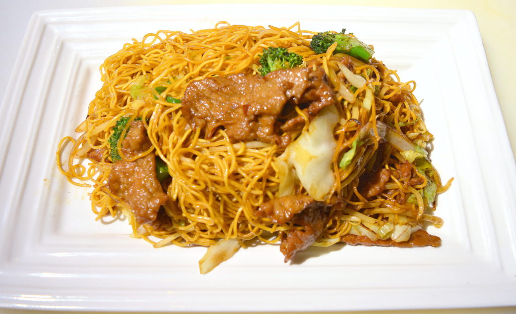 32. Beef Pan Fried Noodle 牛肉兩面黃